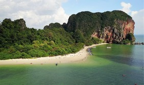 Linja Adventura         Body & Mind klatrer i legendariske Railey Beach i Krabi, Thailand